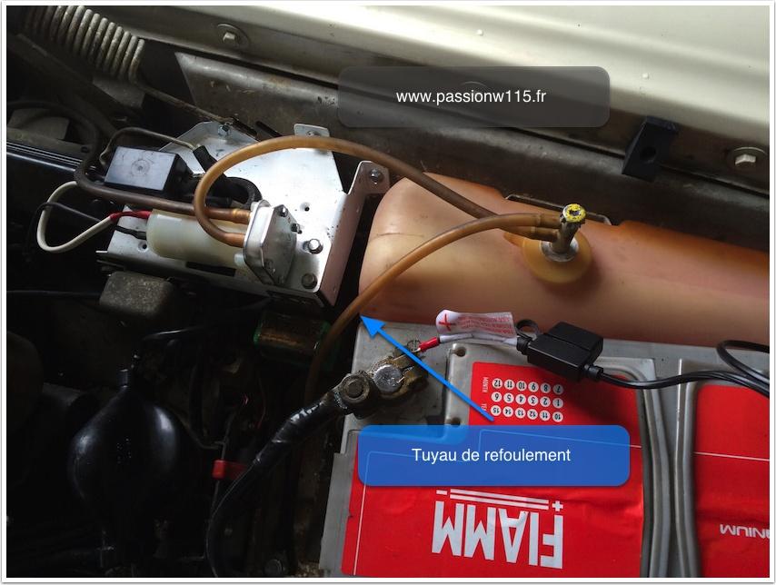 Installation de la pompe de lave-glace - Mercedes 200 /8 W115 1972 www.passionw115.fr