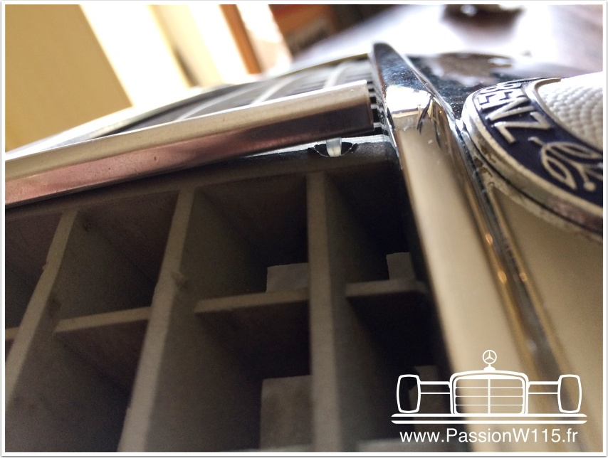 Mercedes-Benz - Mercedes 200 /8 W115 1972 www.passionw115.fr Calandre